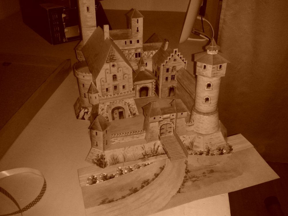 papercraft.thumb.jpg.f436c5c5169a9bb65f324e50329a2f3b.jpg