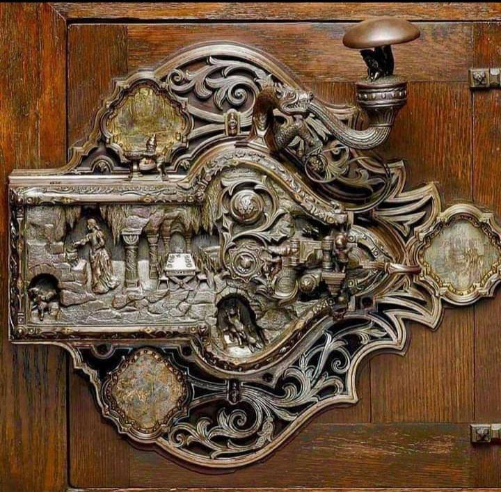 snow white and 7 dwarfs doorknob.jpg